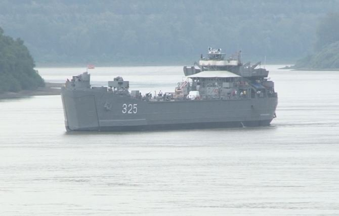 USS LST-325 moving through Portsmouth, OH on Wednesday
