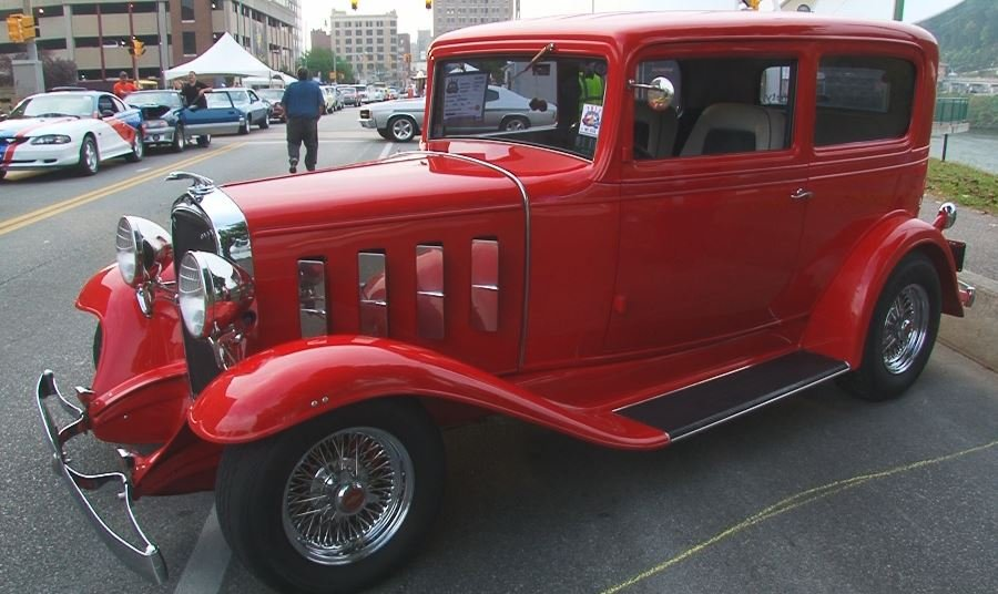 Unique cars and trucks line the Kanawha Boulevard for Rod Run and Doo Wop car show