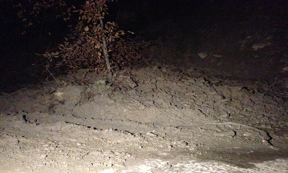 Mudslide on Cabin Creek Rd. causing trouble for drivers.